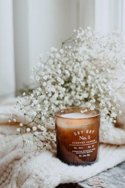 Dekoratívna interiérová sviečka z kvalitného vosku