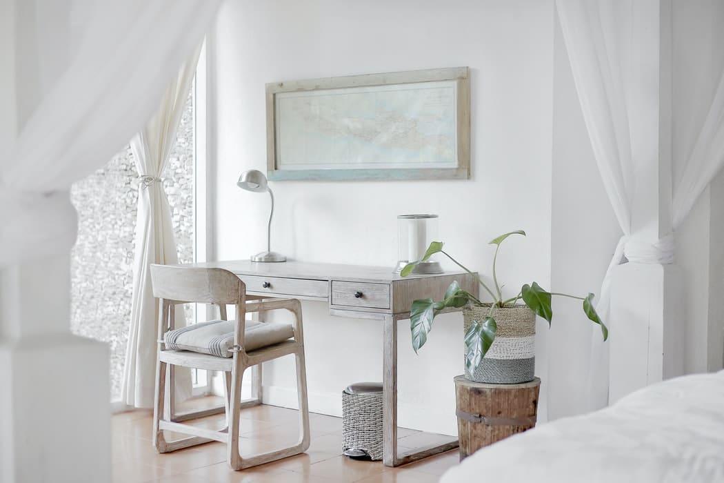 interier_dizajn_minimalizmus_stol_Stolička