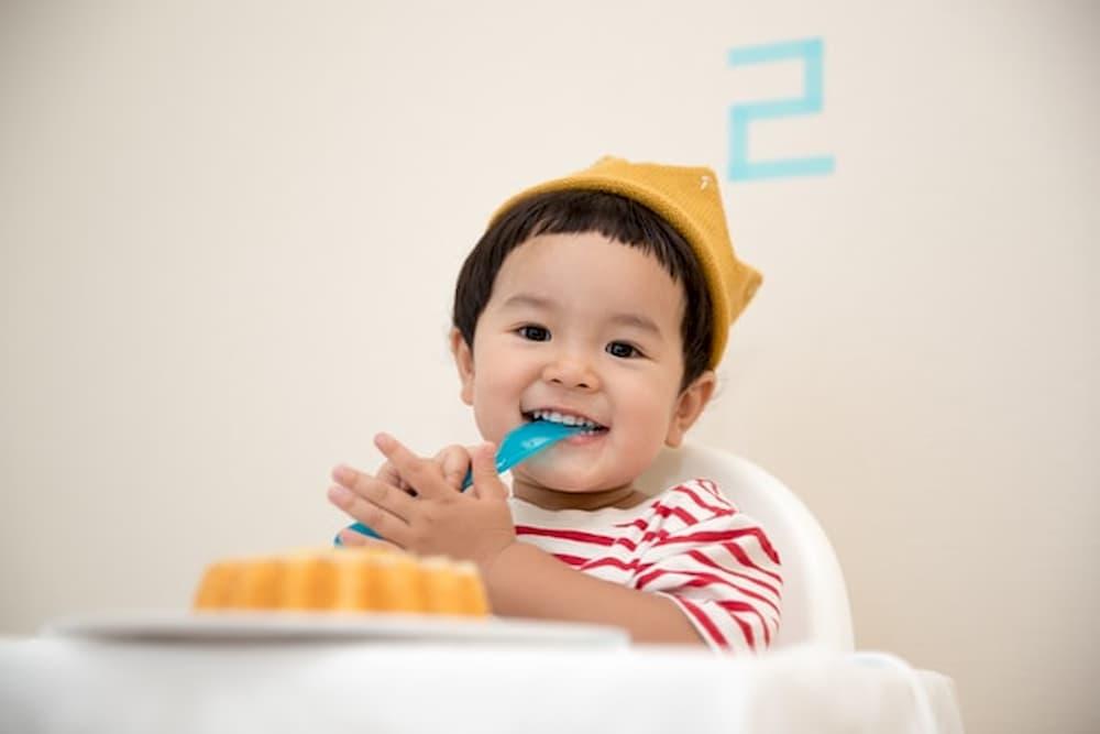 dieťa_jedlo_detská_stolička