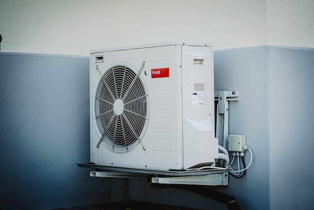 ako-vybrat-klimatizaciu-do-domu-klimatizacia-nastenna-na-chodbe