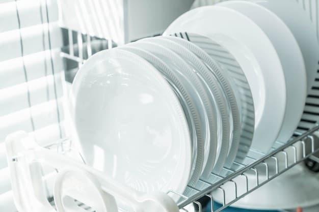 biele-taniere-v-umyvacke-riadu