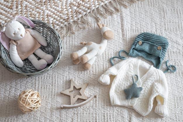 detsky-svetrik-detske-oblecenie-hracka-v-kosiku