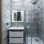walk in sprcha v modernej sivej kupelni