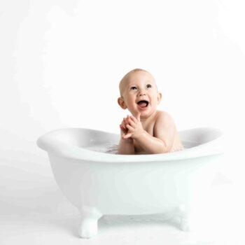 kupanie dietata v detskej vanicke